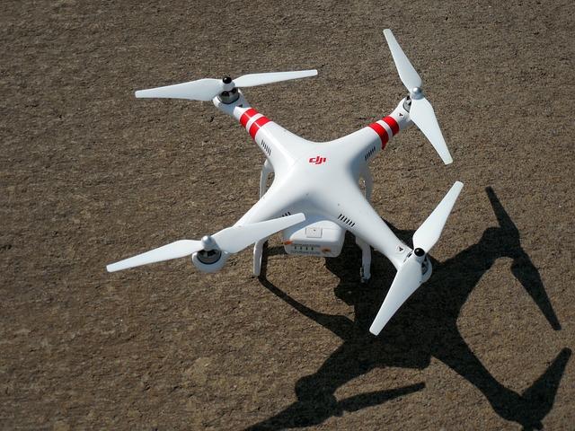 quadrocopter-407395_640